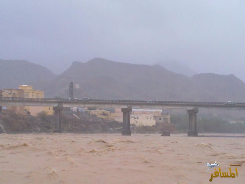 بعض من آثار إعصار فيت على السلطنة
