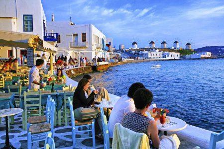تعامل الشعب اليوناني