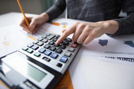 حاسبة تكاليف السفر