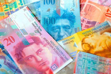 العمللة الاكثر استخدما فى سويسرا(من العملات الأكثر تداولا)