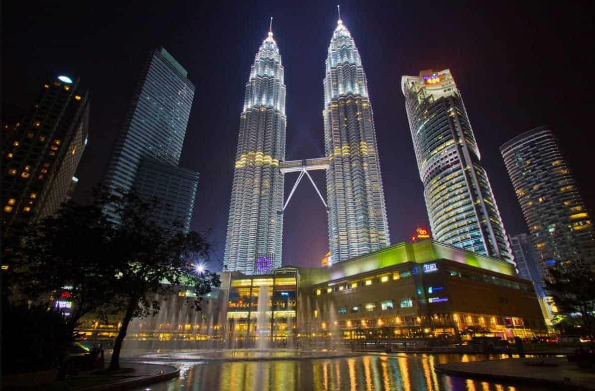 مالاتعرفه عن برجا بتروناس التوأم في ماليزيا