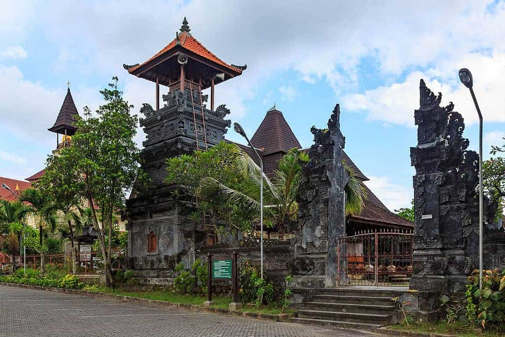 تقرير رحلة شباب إلى إندونيسيا بالصور