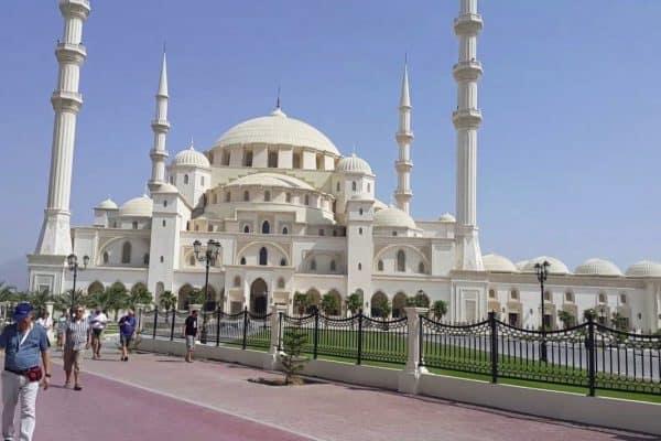 مسجد الشيخ زايد في إمارة الفجيرة