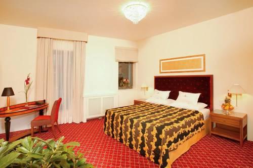 1.فندق شلوس مونشتاين-min