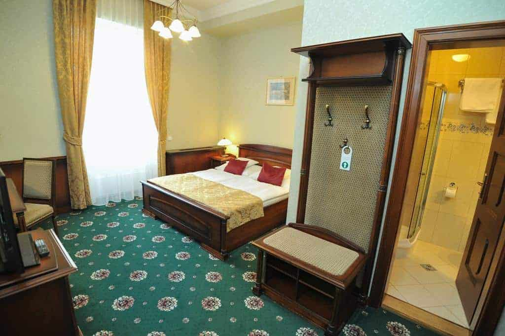 10.Hotel Eger & Park-min