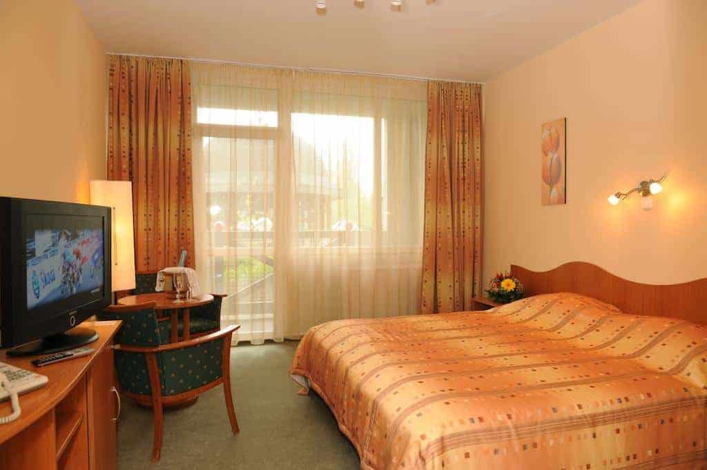 12.Hunguest Hotel Flora-min