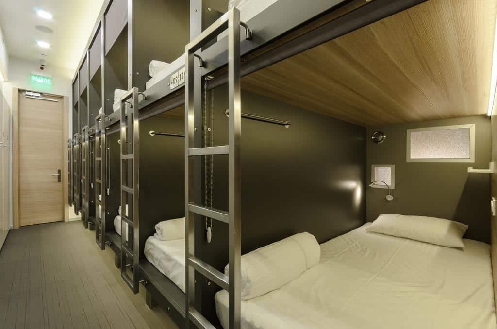 2.capsula hotel-min
