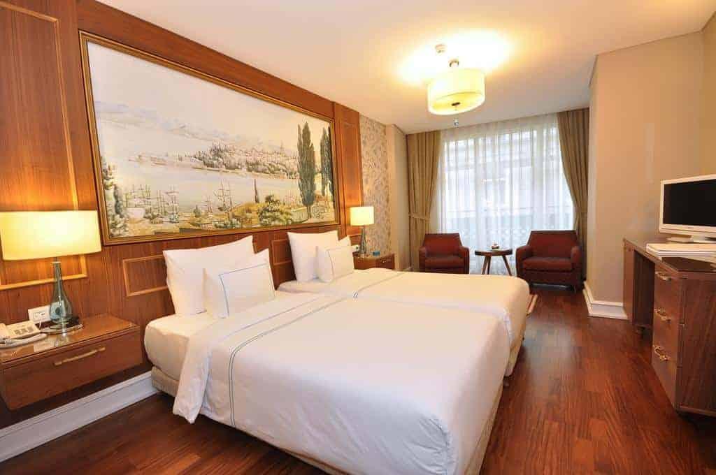 7.فندق نيورون-min