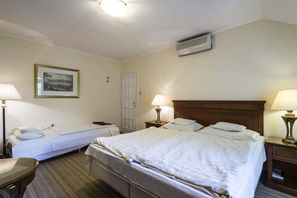 7.Hotel Romantik Eger-min