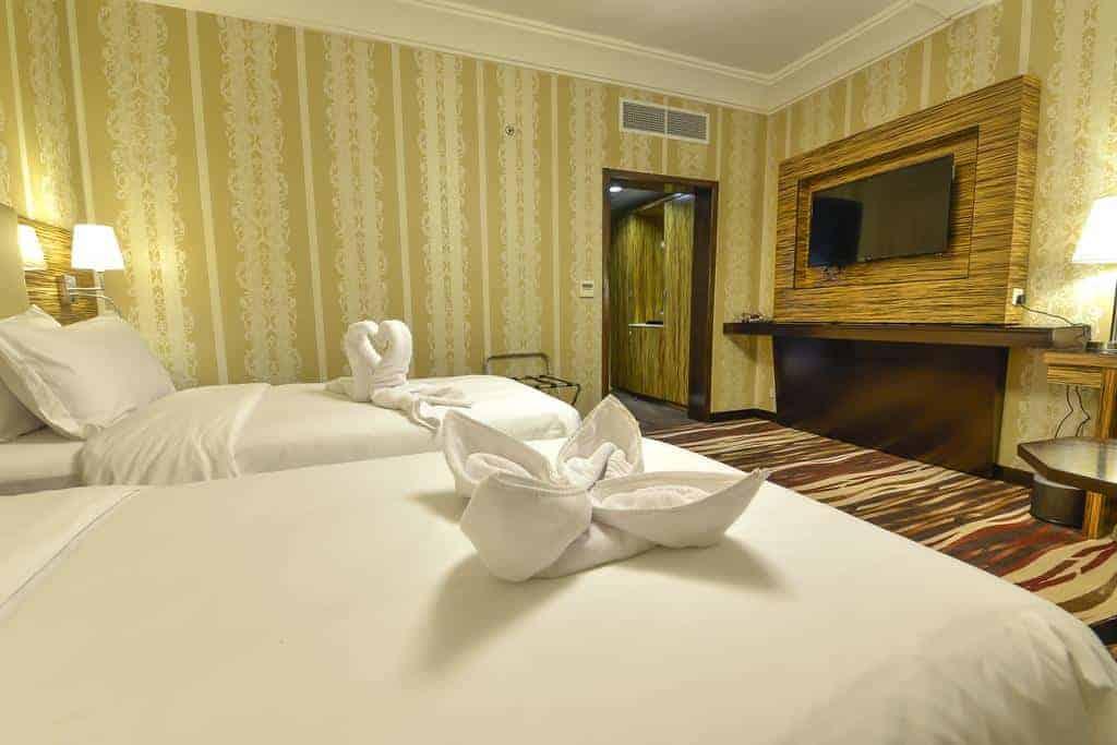8.فندق كراون تاون-min
