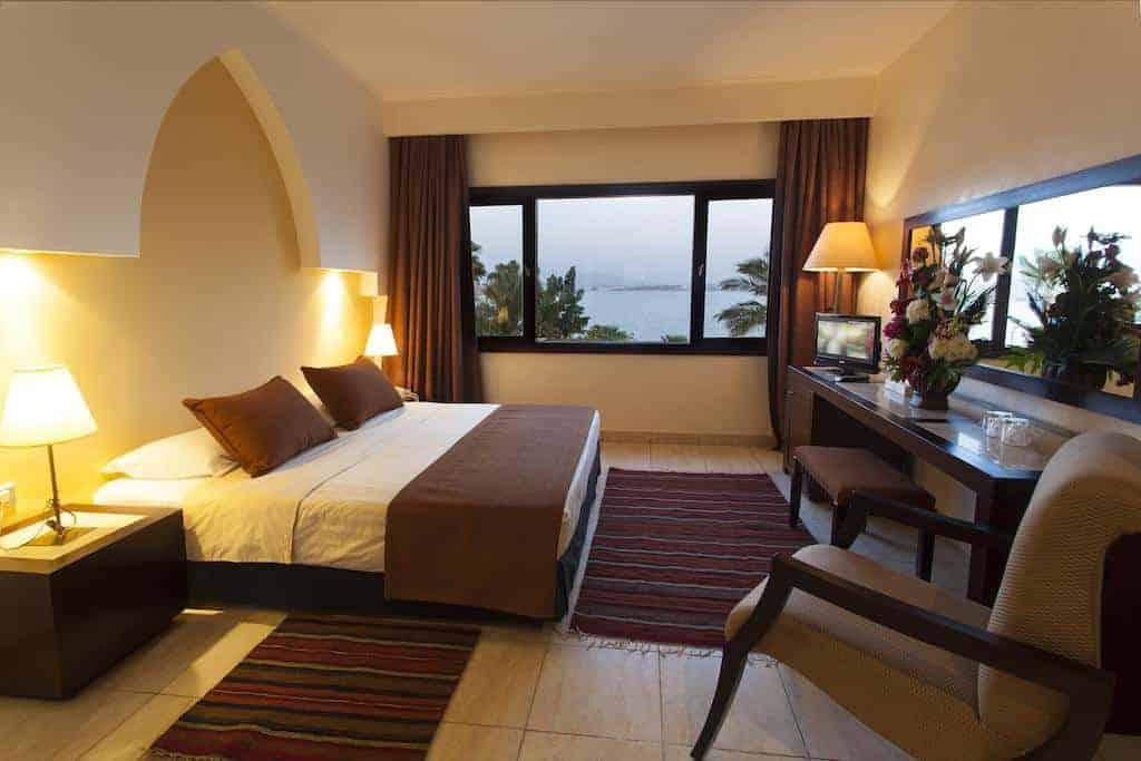 8.فندق لابراندا تاور باي-min