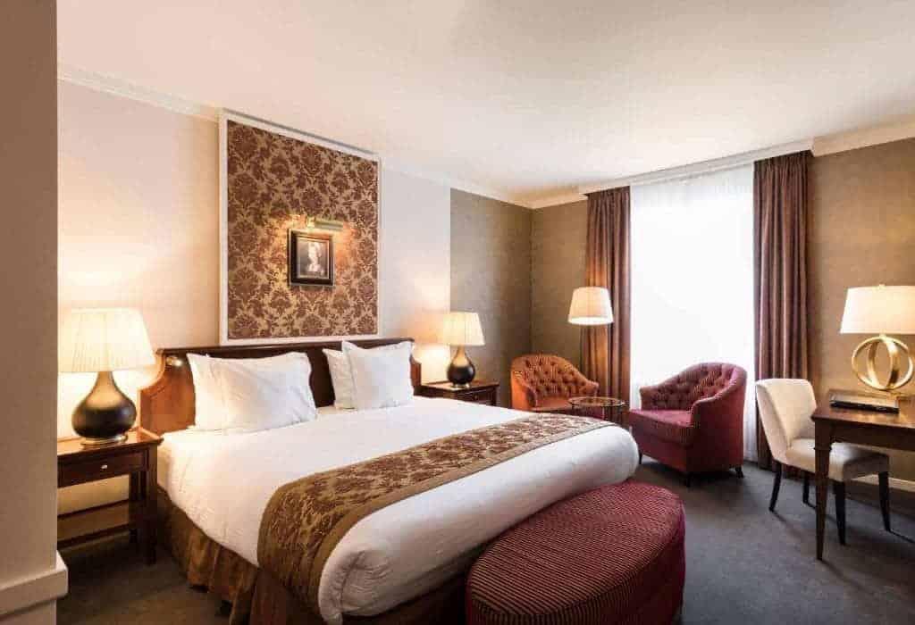 11.فندق ديوكس بالاس بروج-min