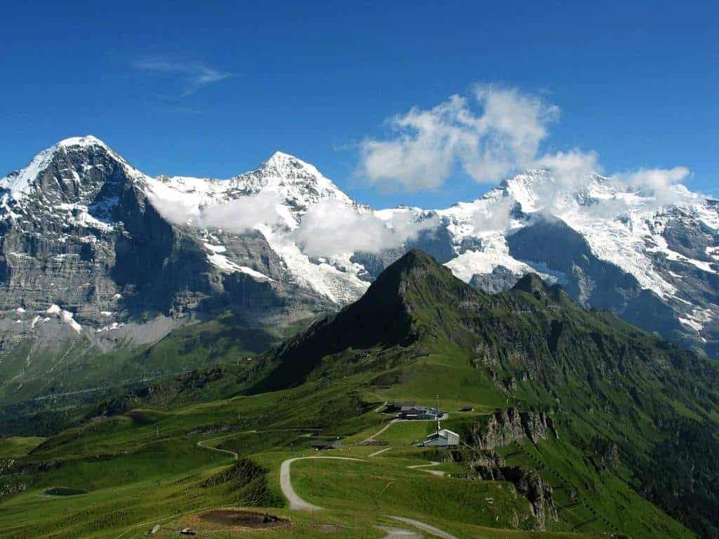 جبال الالب في الربيع