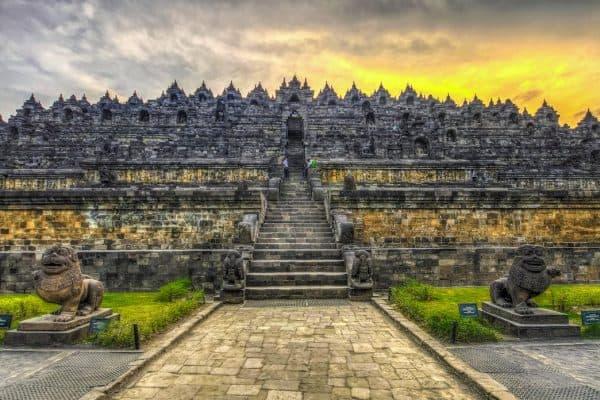معبد بوروبودور BOROBUDUR