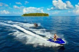 ممارسة بعض الرياضات المائية – جزر المالديف – جزيرة كودا هور