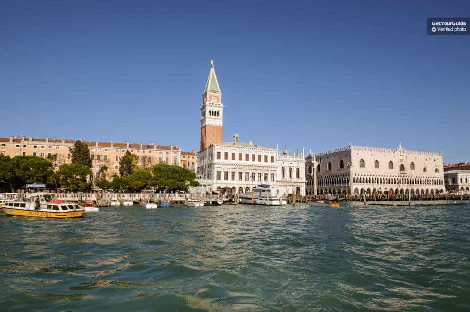 شرح حجز رحلة بالقارب من جزيرة البندقيه الى جرز ايطاليا