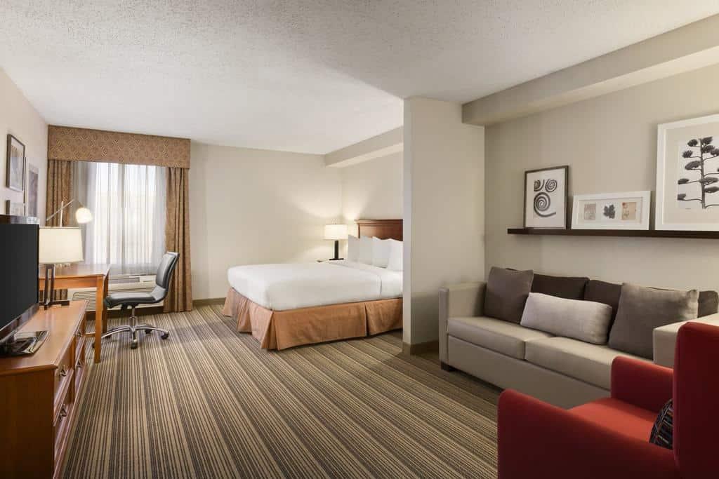 11.Country Inn & Suites by Radisson, Atlanta Galleria Ballpark, GA