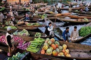 سوق الخضر العائمة