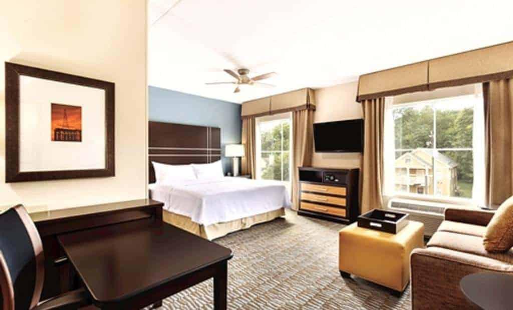 6.Homewood Suites Atlanta Airport North