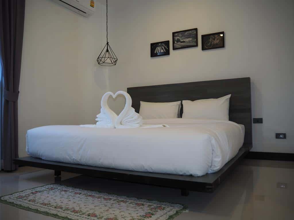 9.Sherloft Home & Hostel