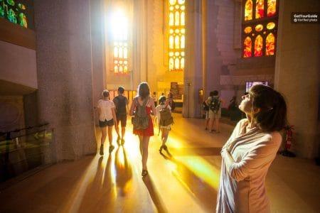 شرح شراء تذكرة دخول كنيسة ساغرادا فاميليا السريعة