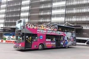القيام برحلة في الباص السياحي  - ماليزيا - كوالالمبور