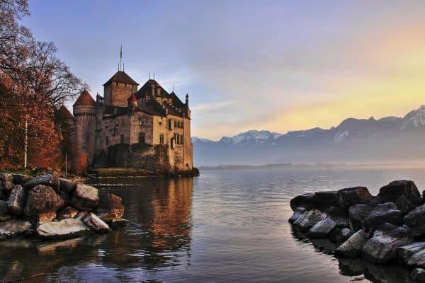 قلاع الغلاف الجوي Atmospheric Castles