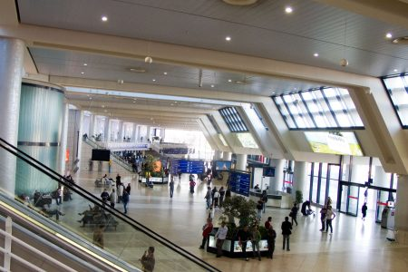 اجراءات السفر بالمطار