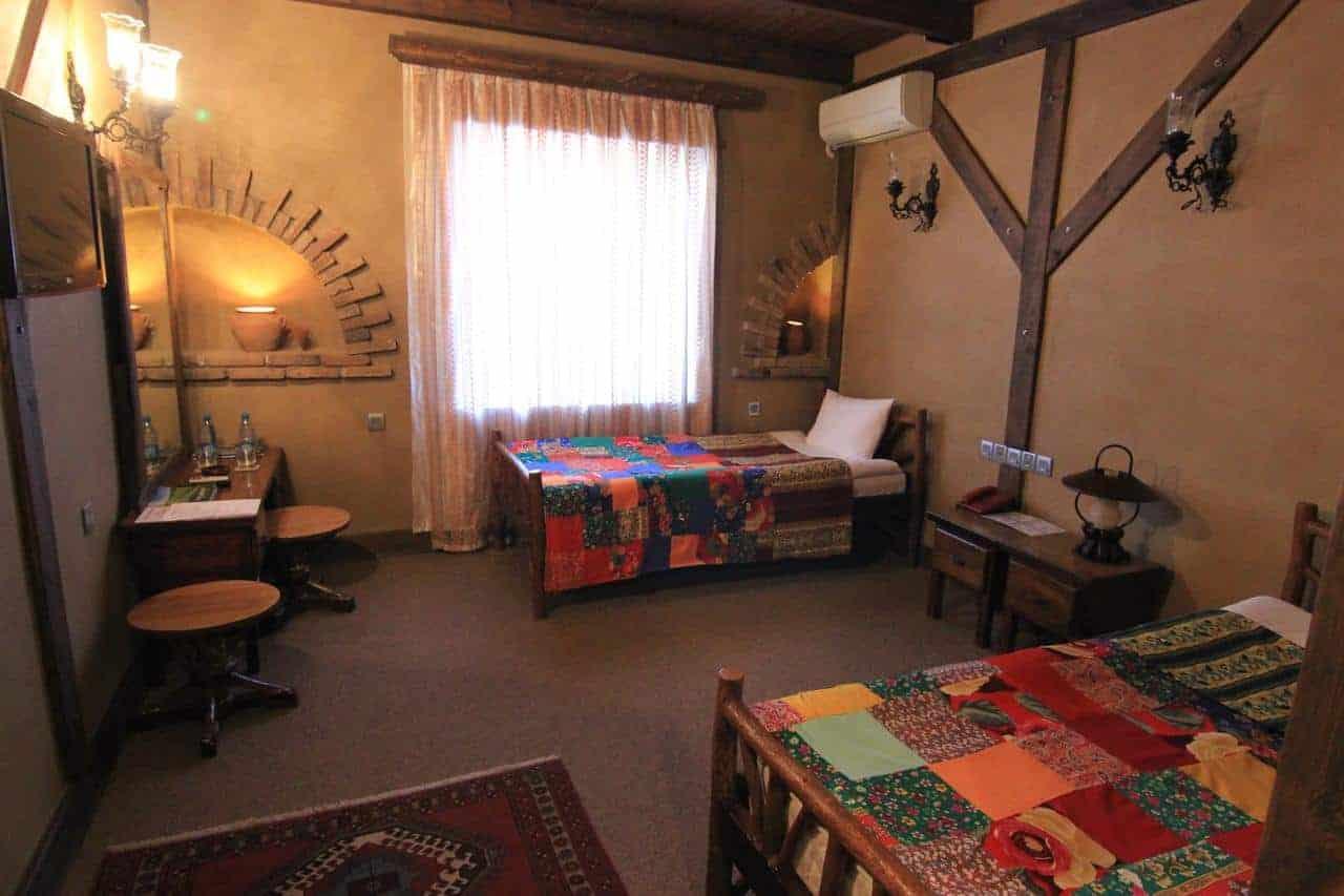 1.فندق خان لنكران
