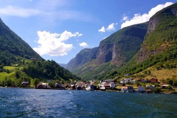 بحيرة فلام Fjord Safari