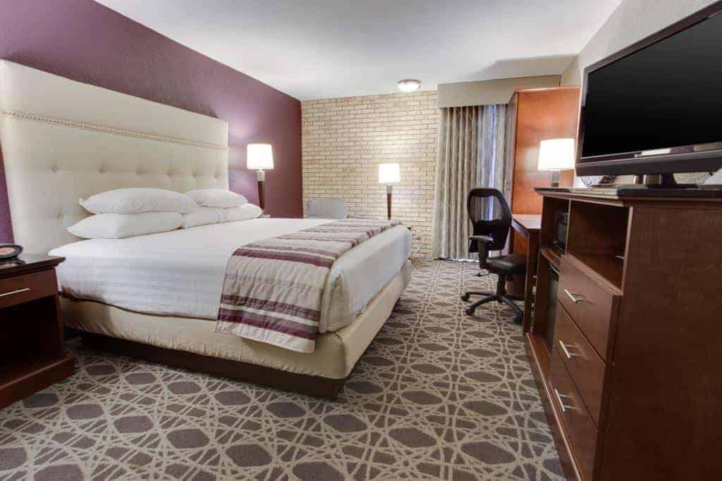 4.Drury Inn & Suites San Antonio Airport