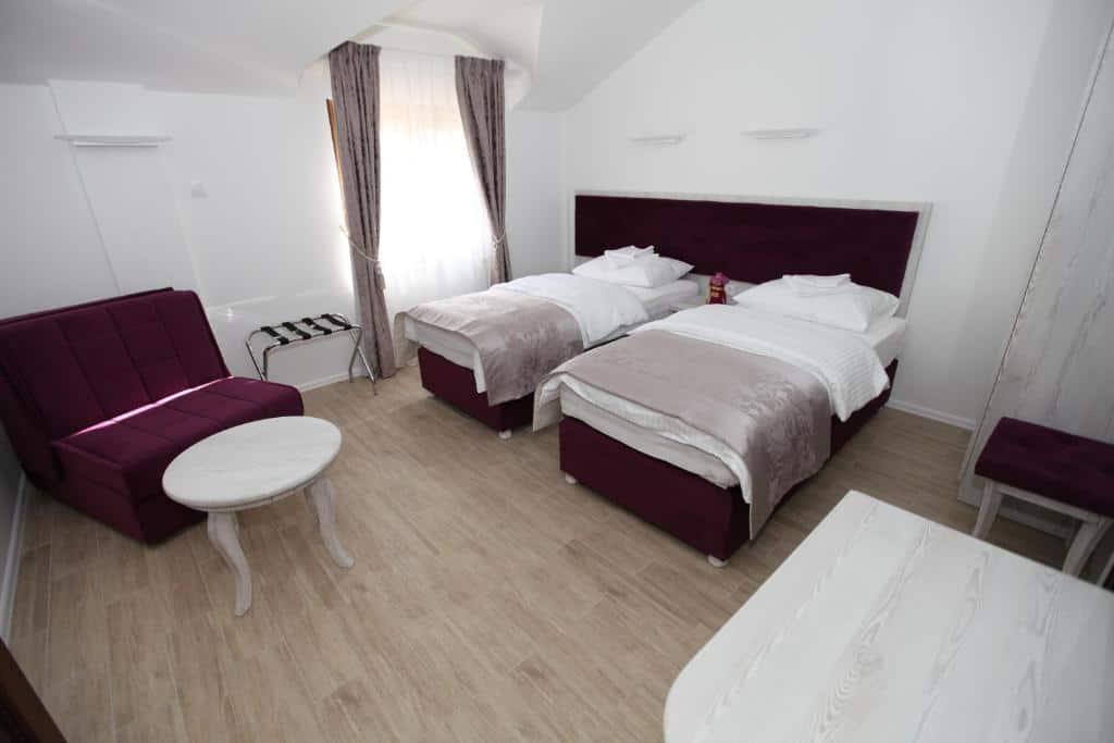 7.Apis Hotel