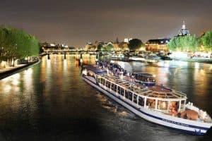الوصول إلى العاصمة باريس - فرنسا- باريس