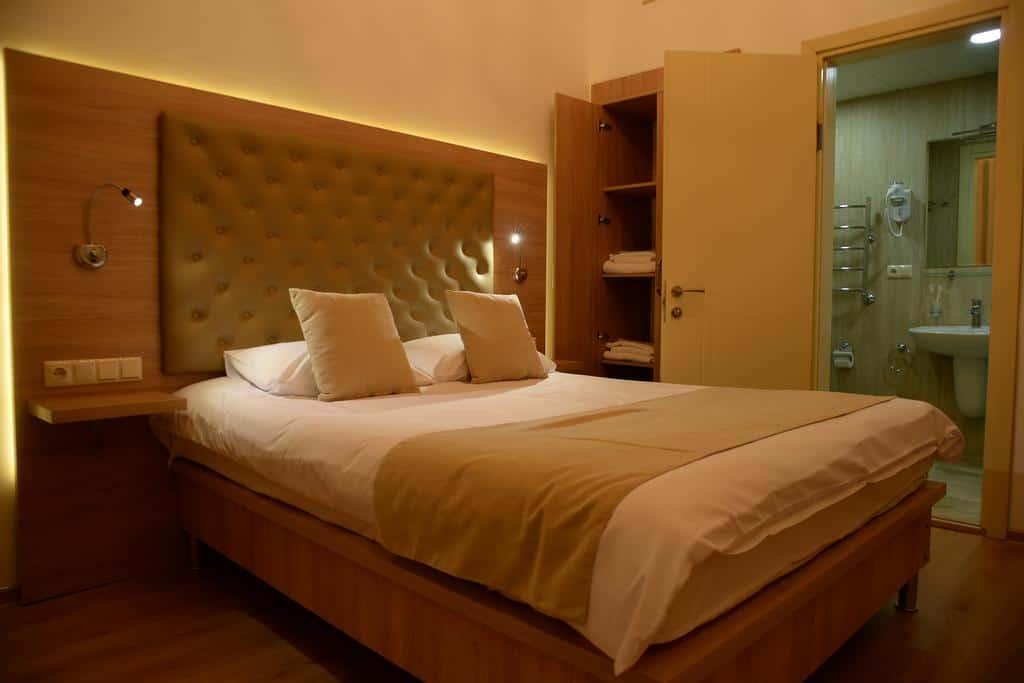 2.فندق فاريوس