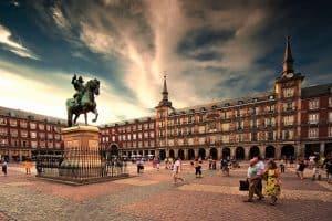 الذهاب الى ساحة بلازا مايور مدريد ض106