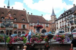 الذهاب إلى ميدان بورغ دي فور Place Bourg du Four Geneva الشهير