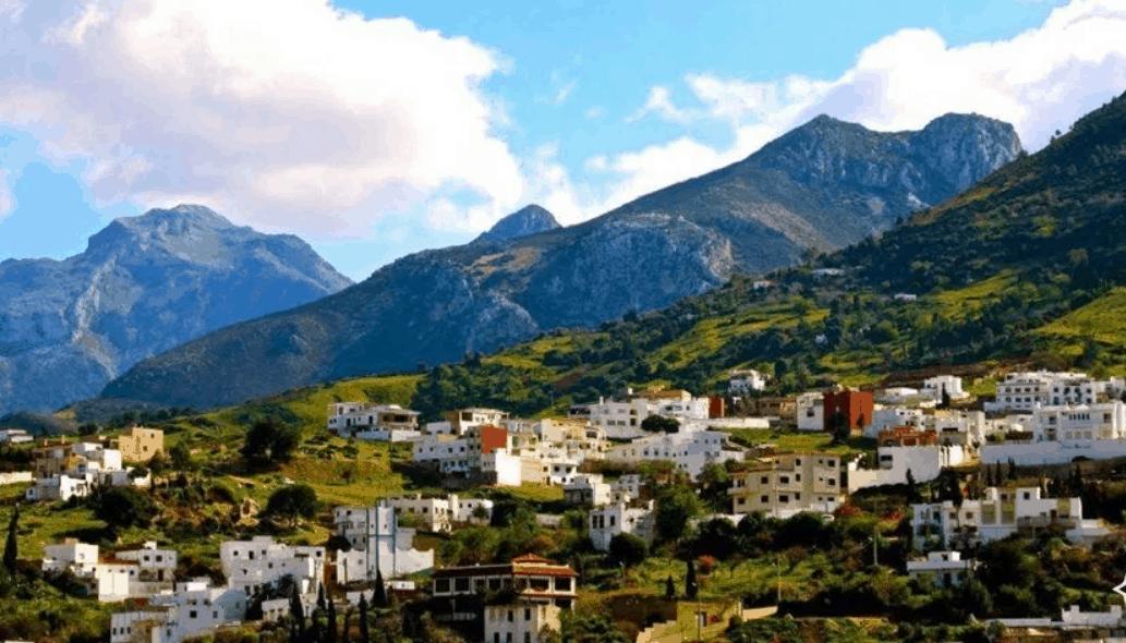 تقرير عن رحله عائلية ناجحة للمغرب