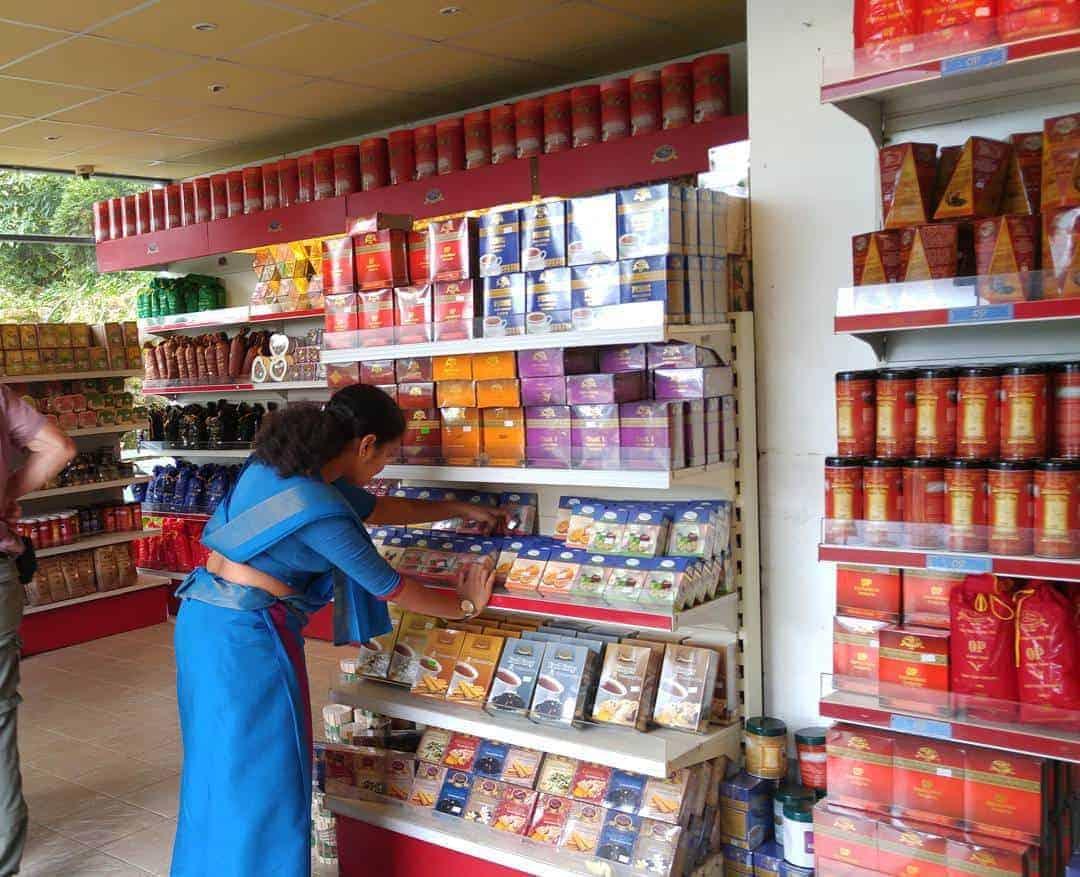 متجر بيع الشاي داخل مصنع الشاي