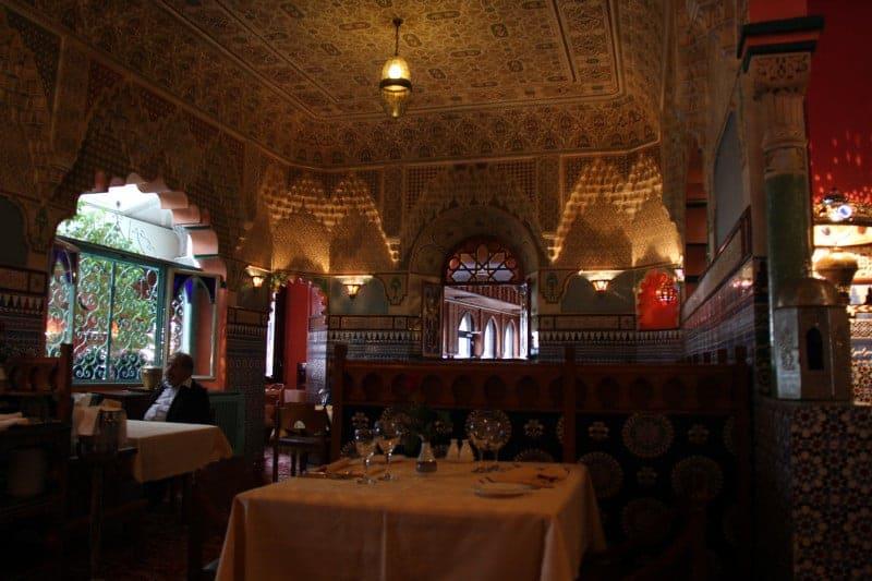 مطعم أورينتال للمأكولات اللبنانية والإيرانية