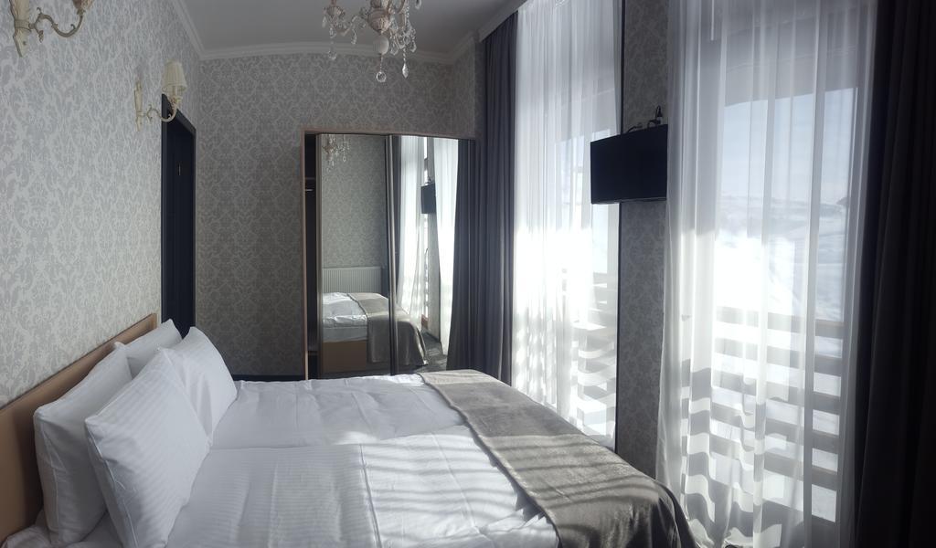 3.فندق واين روومز-min