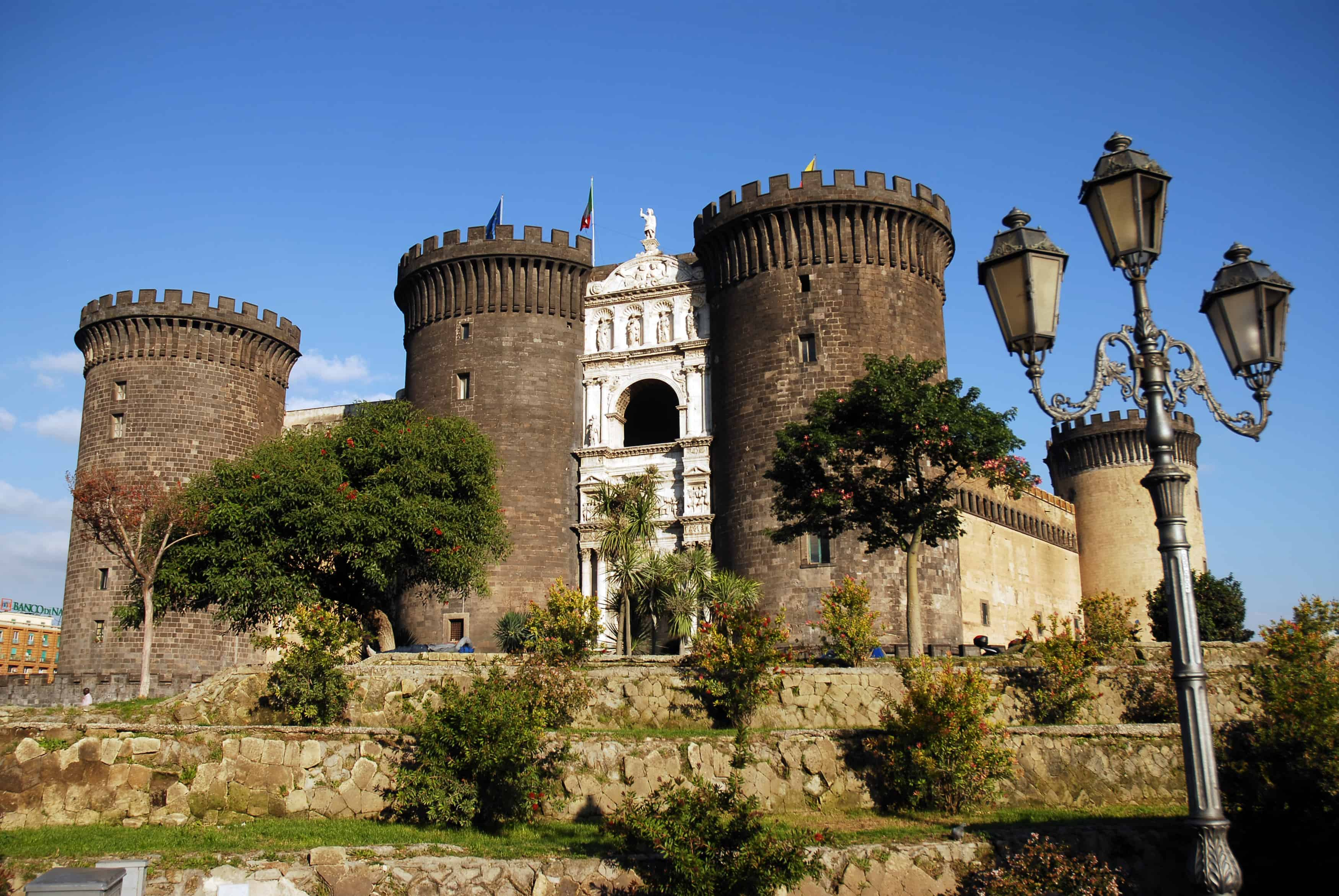 قلعة نوفو castel nuovo