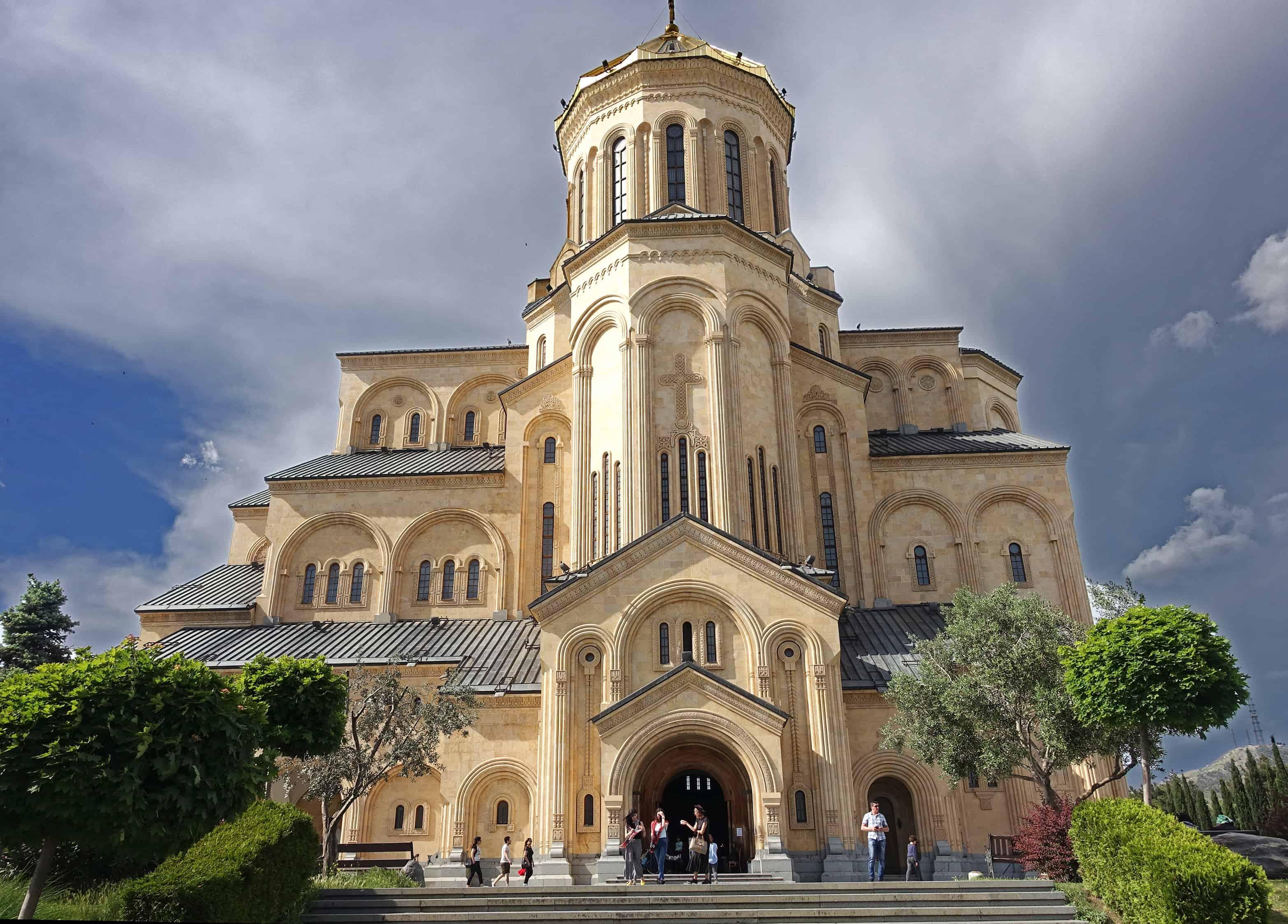 كنيسة كاتدرائية تسميندا ساميبا تبليسي جورجيا