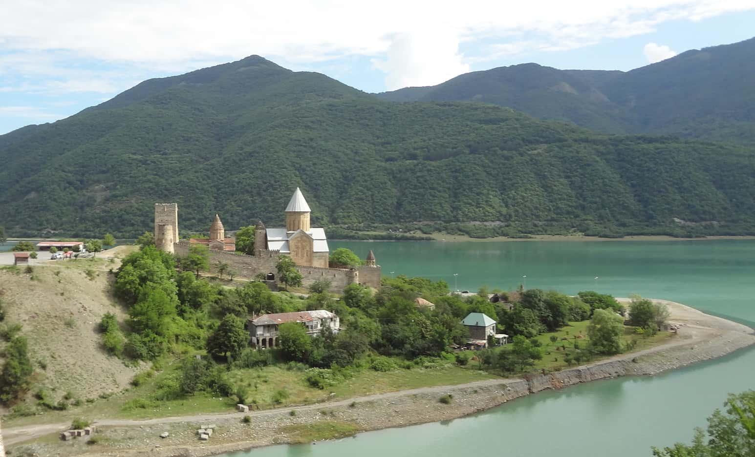 قلعة انانوري متسخيتا جورجيا