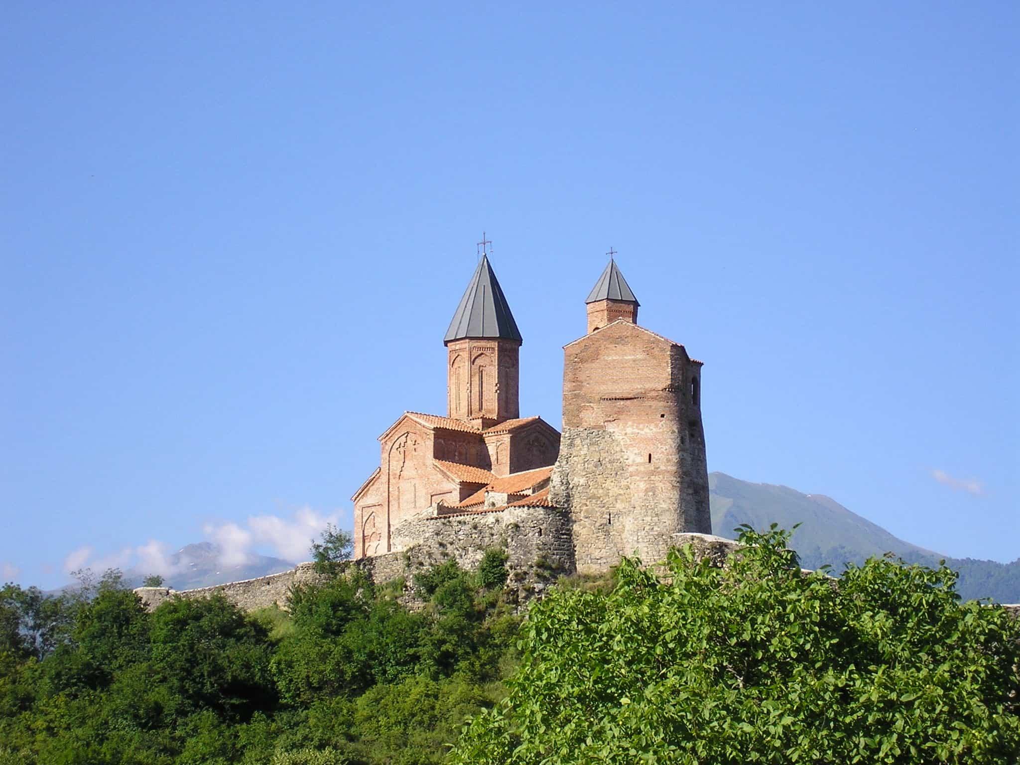 زيارة قلعة جريمي وكنيسة رؤساء الملائكة