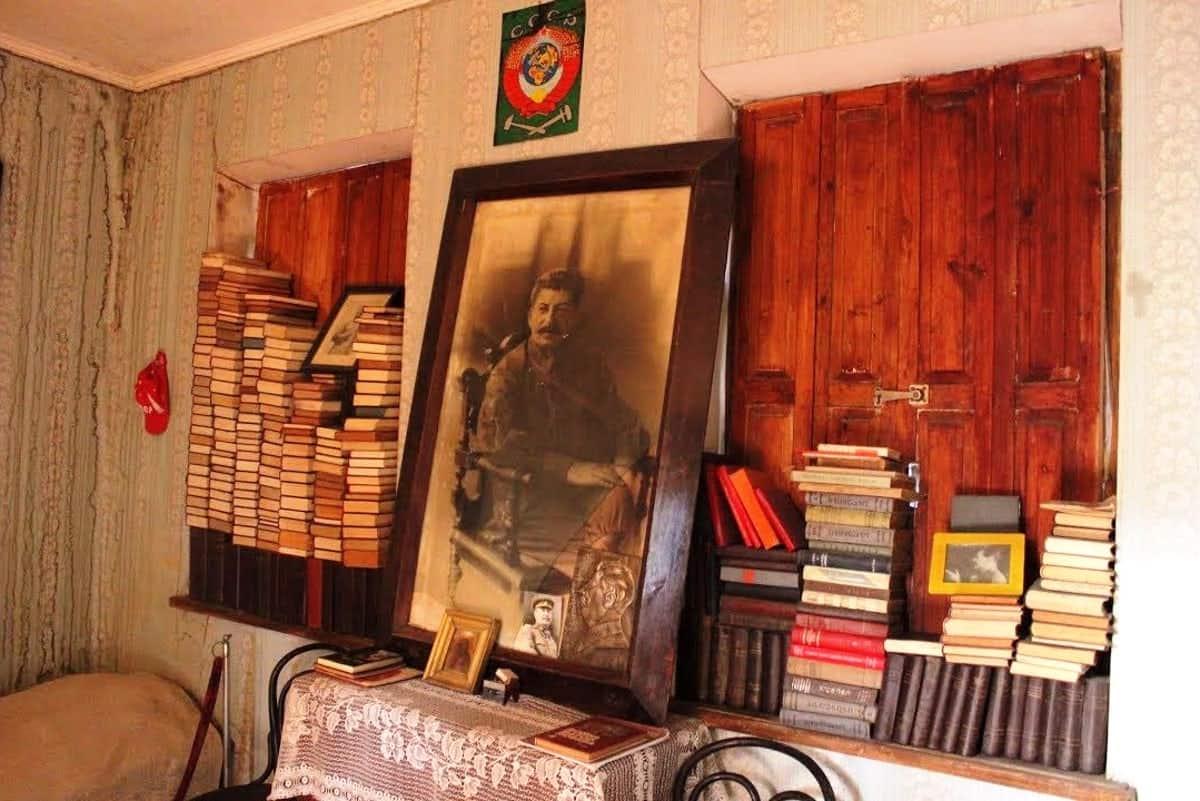 متحف دار نشر جوزيف ستالن السرية تحت الأرض في تبليسي