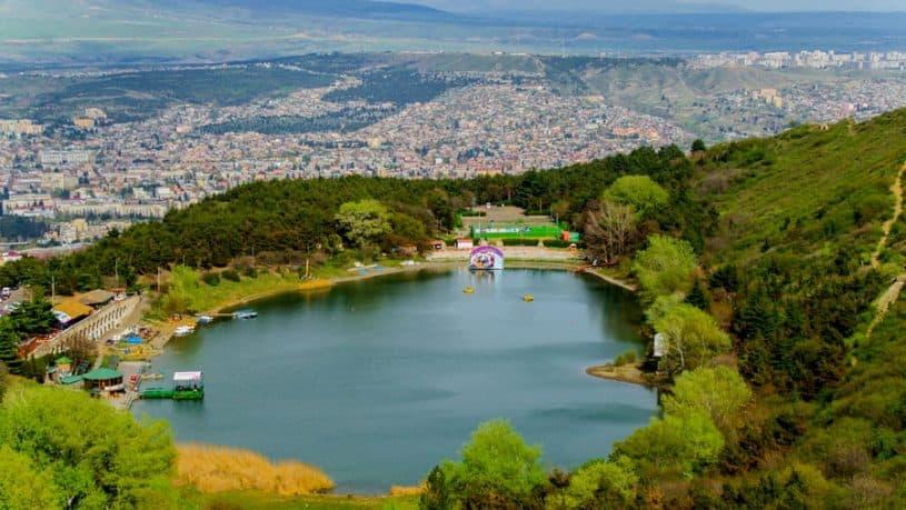 زيارة بحيرة السلاحف في تبليسي