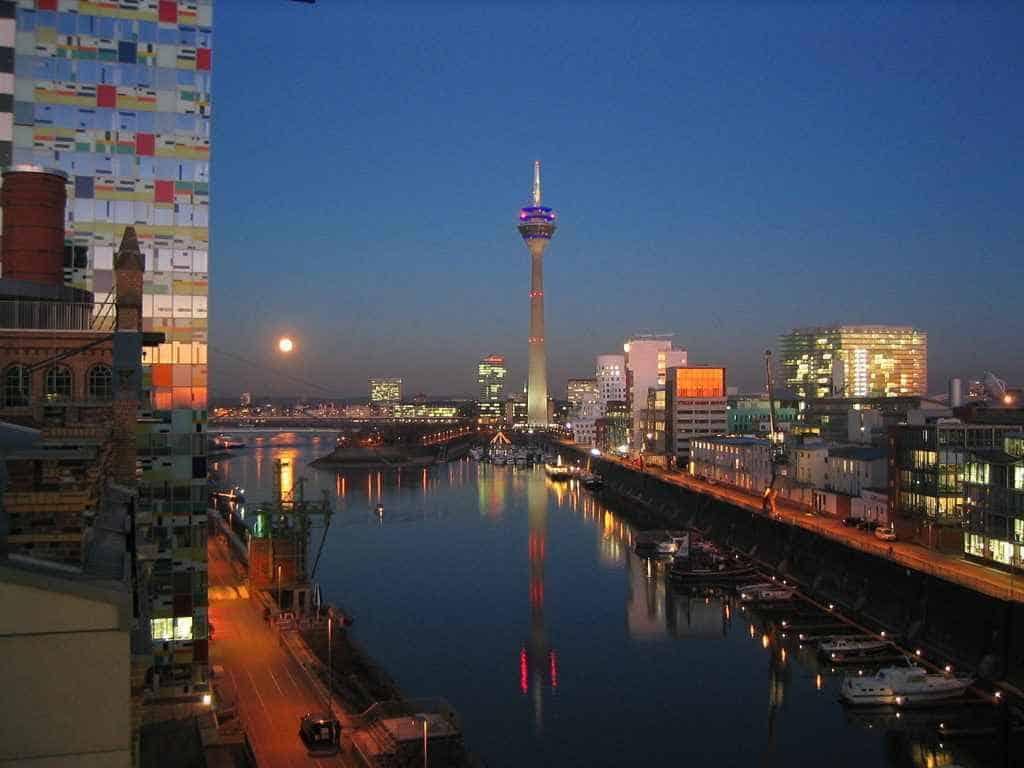 اين تقع دوسلدورف والمسافة بينها وبين اهم مدن المانيا