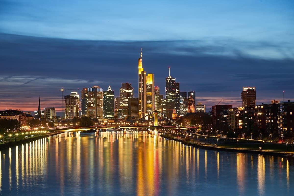 اين تقع فرانكفورت والمسافة بينها وبين اهم مدن المانيا