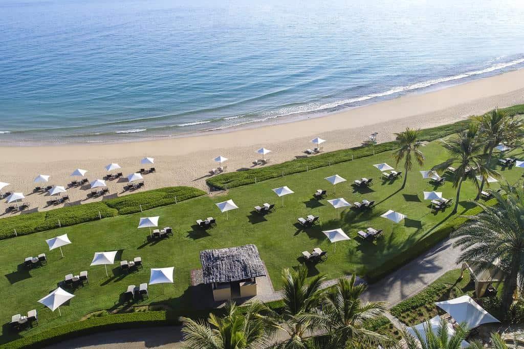 منتجعات على خليج عمان