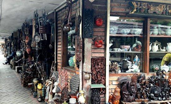 زيارة سوق جالان سورابايا – جاكرتا